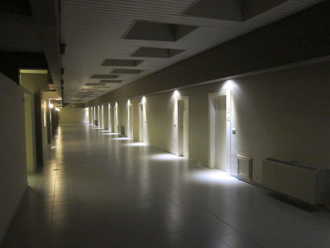 Realizzazioni porte per hotel sis produzione porte - Estintore in casa ...