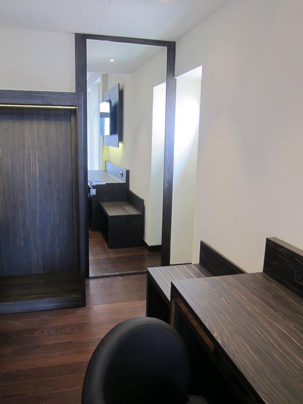 Realizzazioni porte per hotel sis produzione porte - Porta a specchio ...